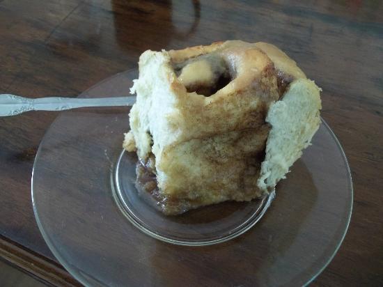 Miss Goodies: Yum-i-licious cinnamon bun!