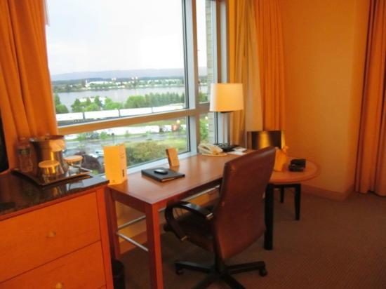هيلتون فانكوفر واشنطن: Desk overlooking the Columbia River