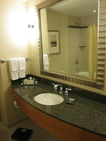 Hilton Vancouver Washington: Bathroom