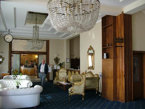 Hotel Alexander Palme: entrance to resterant