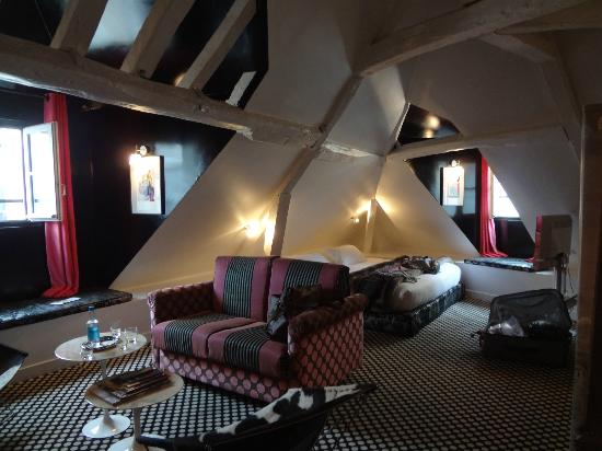 Hotel du Petit Moulin: top floor suite