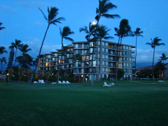 Kauhale Makai, Village by the Sea : View of the complex fom the beach