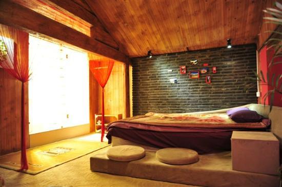 Sal's Paradise Inn : room