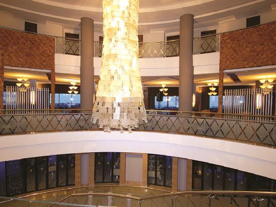Commodore Elite Suites & Spa: Lobby