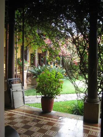 Aurora Hotel: Hallway
