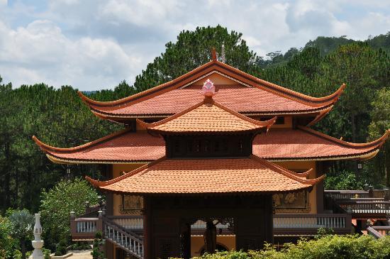 Thien Vuong Co Sat Pagoda: Pagode ist von Mönchen belebt