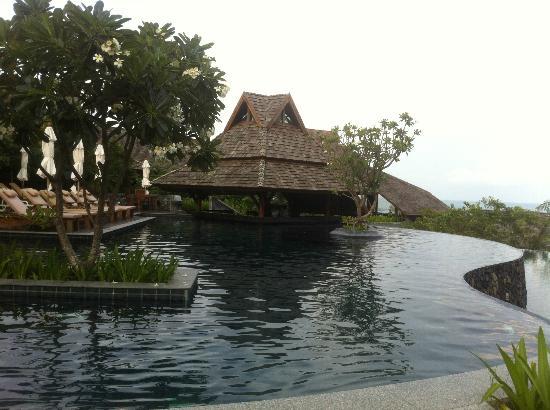 Nora Buri Resort & Spa: Pool Bar