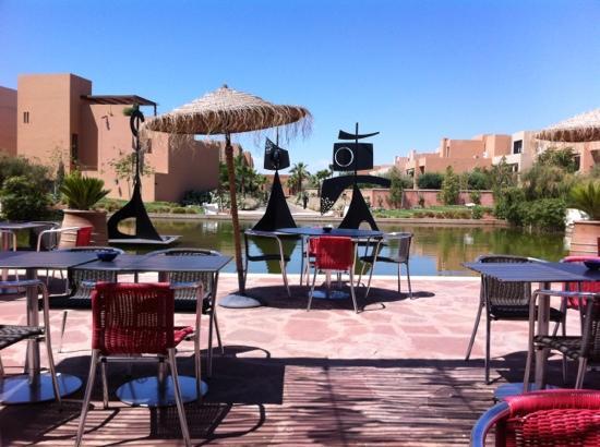 Al Maaden VillaHotel & Spa : petit déjeuner sur la terrasse
