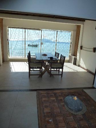 Clef des Iles: Dining area with beach view