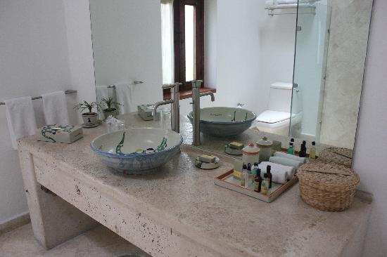 Casareyna Hotel: bathroom