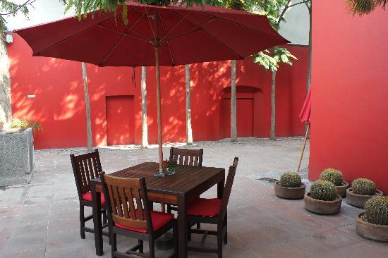 Casareyna Hotel: patio