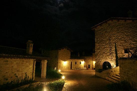 Borgo Belvederi: Il Borgo di notte / night view