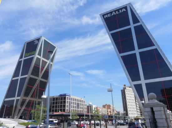 Puerta De Europa Torres Kio Madrid Spain Top Tips