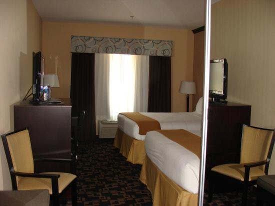 Holiday Inn Express Hotel & Suites - Glen Rose: View of Bedroom
