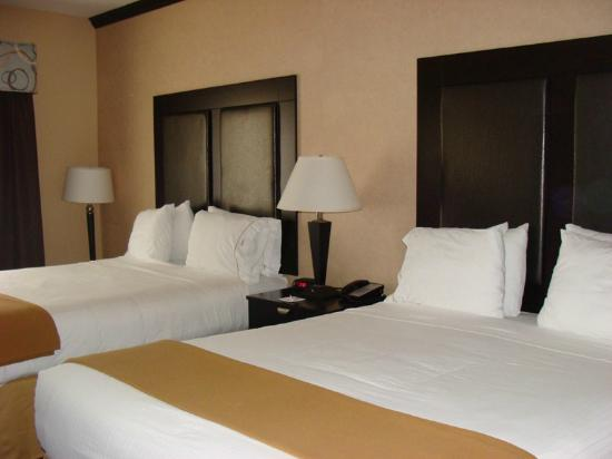 Holiday Inn Express Hotel & Suites - Glen Rose: View of Comfortable Beds