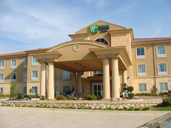 Holiday Inn Express Hotel & Suites - Glen Rose: Front of the Holiday Inn Express