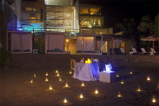 DCO Suites, Lounge & Spa : Romantic dinner at the beach.