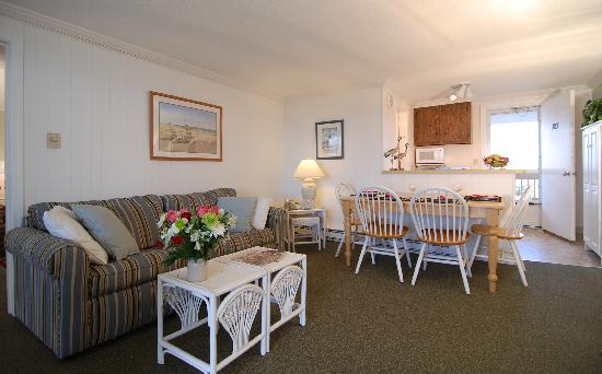 Sandcastle Resort: Suite living area