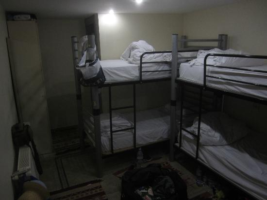 Yakamoz Guesthouse: All male dorm room (one of many rooms)