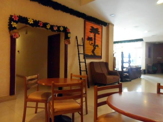 Holiday Park Hotel: Lobby