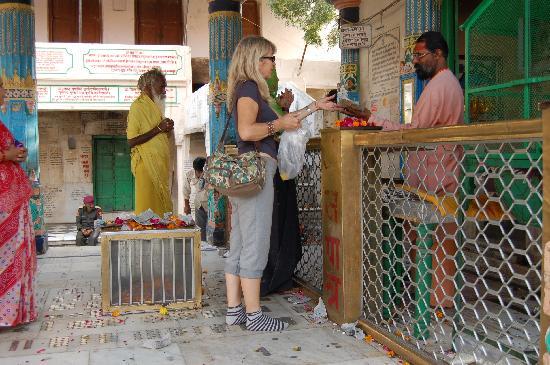 Pushkar, India: haciendo ofrendas