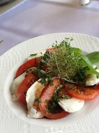 Restauracja Da Andrea: Extremely fresh cheese, tomatoes.........