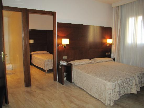 Hotel Ramon Berenguer IV: Our suite