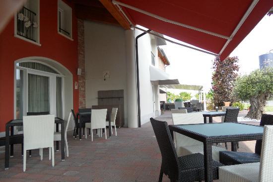 Podere Dell'Angelo: Terrasse vor Bar
