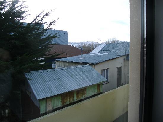 Hotel Martin Gusinde: Vista desde mi habitación en los fondos donde comienza el basural