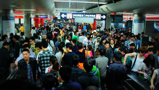 Beijing Downtown Backpacker Hostel : Busy subway not during rush hour
