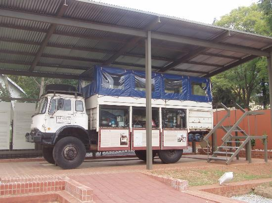 Museo y Granja Liliesleaf: This overland holiday bus used unwitting tourists as cover for weapons smuggling to help the ANC