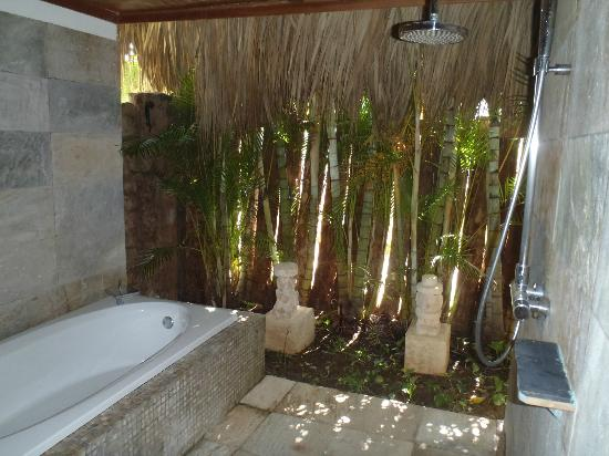 Outside tub and shower in our room - Picture of Zoetry Agua Punta ...