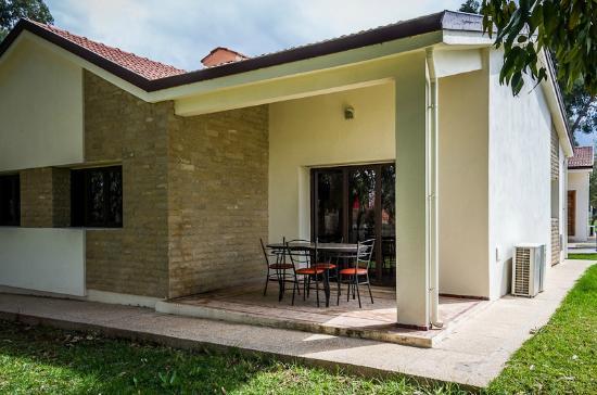 Complexe Touristique Diamant Vert: Back of bungalow