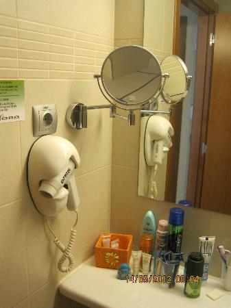Riviera Beachotel: Hairdryer in bathroom