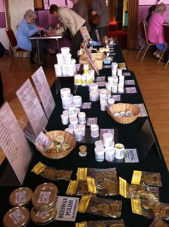 Остров Шеппи, UK: products made from beeswax, honey, propolis, pollen and royal jelly