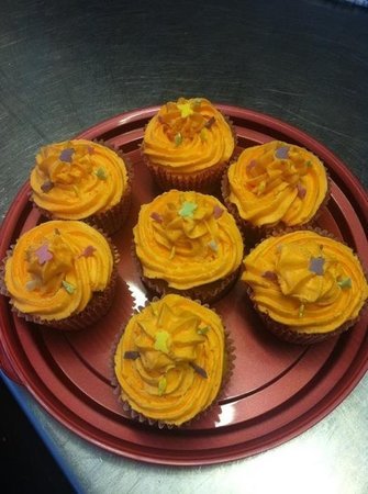 Flynns Bee Farm: home made cakes!!