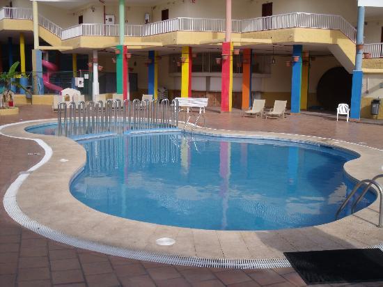 Checkin Bungalows Atlantida : clean pool area