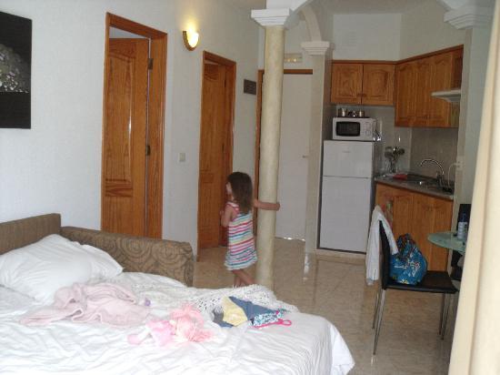 Checkin Bungalows Atlantida: clean room
