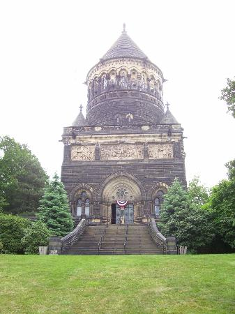 ‪James A. Garfield Monument‬
