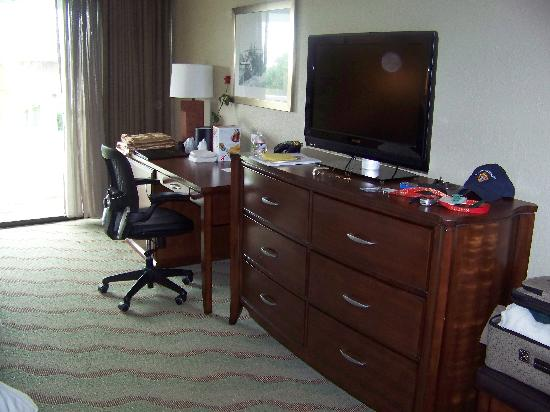 Resort and Conference Center at Hyannis: desk area