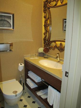 Stories Hotel Kumbaraci: Banheiro bem decorado