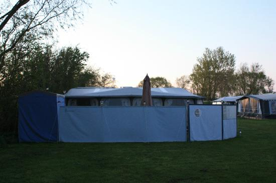 Vesterlyng Camping: Even privacy fences!