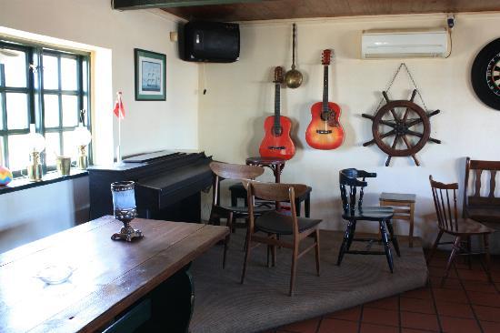 Vesterlyng Camping: Pub interior
