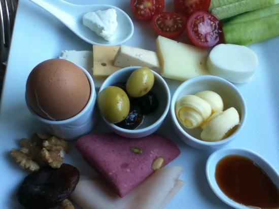 Bosphorus Palace Hotel: Breakfast Menu - Everyday :(