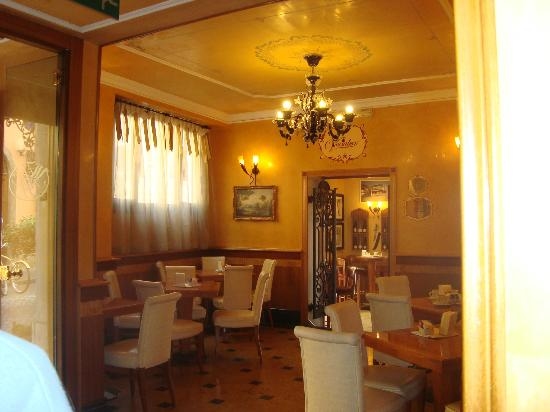 Homs Hotel: hotel cafe