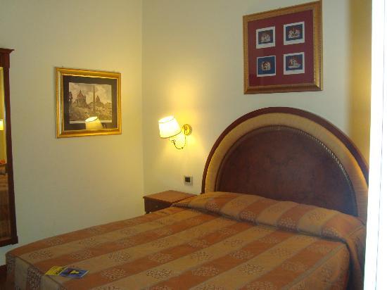 Hotel Homs: bedroom #1 in jr suite