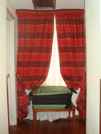 Hotel Homs: jr suite window coverings