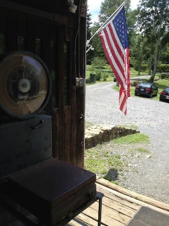 Leesburg, VA: the rustic barn tasting room and parking