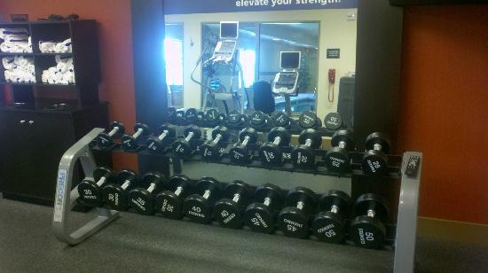 Hampton Inn & Suites Wichita-Northeast : Workout Room