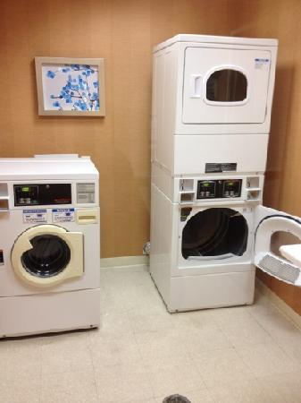 Fairfield Inn & Suites Indianapolis Noblesville: laundry room